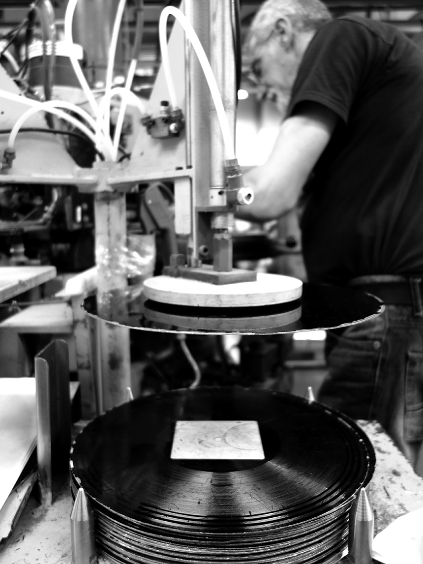 À MPO, dans l'atelier de presse des vinyles - Yoan Le Blévec